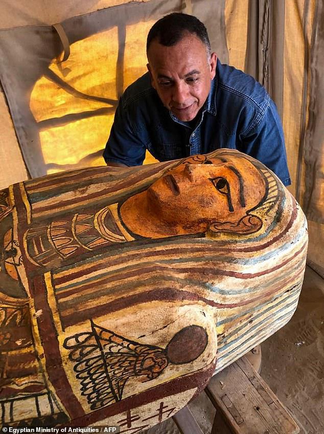 Arqueólogos descubren 59 ataúdes de madera enterrados durante 2.500 años en Egipto. ¡Un hallazgo increíble!