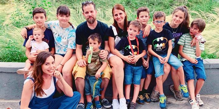 Nueve hijos en la Tierra y cinco en el Cielo: la sorprendente historia de una familia numerosa.
