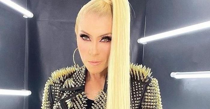 """La cantante Yuri provocó revuelo en las redes sociales: """"Calladitas se ven más bonitas""""."""
