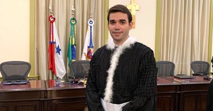 Es hijo de una lavandera y de un carretonero y con esfuerzo, se convirtió en juez de Brasil. Su familia, orgullosa.