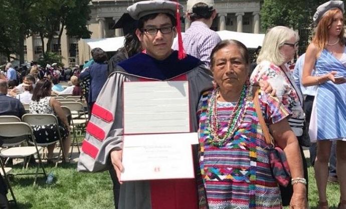 Joven oaxaqueño se graduó como doctor en Estados Unidos. Trabajó en los campos de cañas para lograrlo.