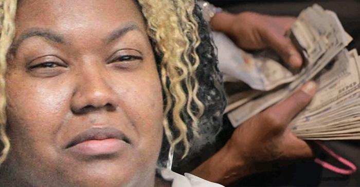 Una mujer recibe 1,2 millones de dólares por error y se los gasta.