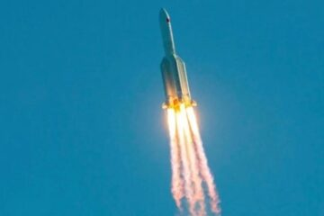 Fuera de control: el cohete chino se acerca peligrosamente a la Tierra.